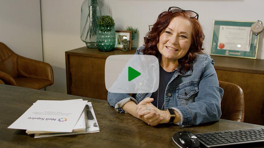 播放短片。觀看TD如何支援ACCESS Employment,幫助加拿大人找到新的機會。