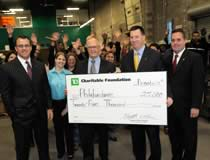 Photo de la remise d'un don de 25 000 $ de la TD Charitable Foundation à Philabundance