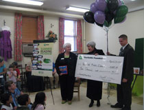 photo of TD employees presenting a cheque