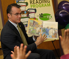 TD Bank employee reads to children
